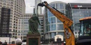 İngiltere'de ikinci köle tüccarına ait heykel kaldırıldı