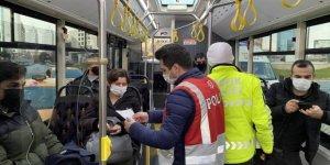 Polis ekipleri, İETT otobüsünde izin belgesi kontrolü yaptı