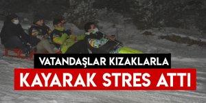 Vatandaşlar Kızaklarla Kayarak Stres Attı