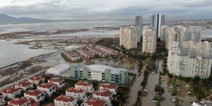 İzmir'de deniz taştı, felaketin boyutu havadan görüntülendi
