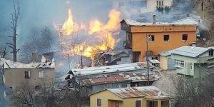 Rize'de büyük yangın! Çok sayıda eve sıçradı