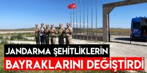 Jandarma Şehitliklerin Bayraklarını Değiştirdi