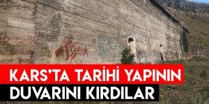 Kars'ta Tarihi Yapının Duvarını Kırdılar