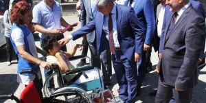 Karslı işadamlarından engellilere akülü sandalye