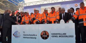 """Bakan Arslan: """"Bakü-Tiflis-Kars Demiryolu Projesi 3 gün sonra ilk resmi seferine başlayacak"""""""
