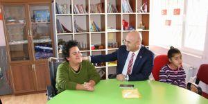 Başkan Altun, Engelsiz Yaşam Merkezini ziyaret etti