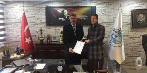 Kızılay'dan Başkan Yıldız'a Madalya Beratı Belgesi Verildi