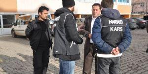 Kars'ta polis okul önlerinde kuş uçurtmuyor