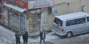 Kars Güne Kar Yağışıyla Başladı