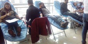 Kafkas Üniversitesi öğrencileri kan desteğinde bulundu