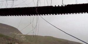 Kars'ta köylüler çelik telleri kopan asma köprünün yapılmasını istiyor