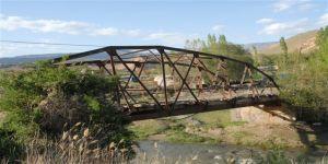 Kağızman'da Tarihi Demir Köprüler Yıkılıyor