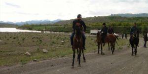 Kağızman'da at yarışı düzenlendi