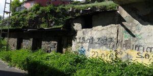 Kars'ta Metruk evler tedirgin ediyor